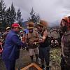 Tradisi Barter Kulit Bia Kembali Diangkat Bupati Puncak