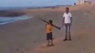 Masih Kecil Saja Anak ini Disuruh Ayahnya Ledakkan RPG