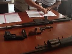 4 Senjata Api Milik Kelompok Kriminal Bersenjata Wilayah Mamta Diserahkan ke Polisi