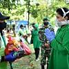 Ibu Hetty Andika Perkasa Bagikan Sembako untuk Petugas TPU Pondok Ranggon