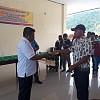 Reses ke Wondama Ketua MRP-PB Terima Dokumen Aspirasi dari Pencaker CPNS OAP