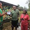 Kesulitan Transportasi, Masyarakat di Deiyai Datangi Pos TNI Meminta Bantuan