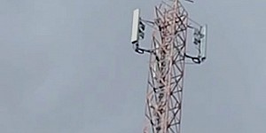 Menara Pemancar Yang Ditancapkan Bendera Bintang Kejora Bukan Milik Telkomsel